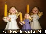 Singende Keramik-Engel mit Kerzen